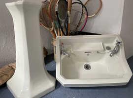 Ceramic pedestal sink