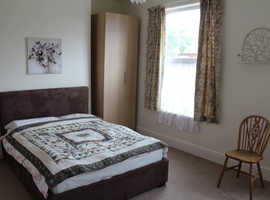 Spacious double room to rent at Old Trafford with Ultrafast fibre WiFi