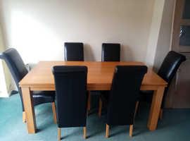 Oak Veneer dining room table with chairs