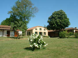 SW France. 4 Acre estate.  Principal house /pool + 4 income producing cottages.