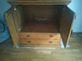 Solid Oak Light Wood TV Stand 40 x 24.5 Inch, Height 42 Inch - Good Condition