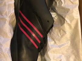 Adidas size 5 never worn