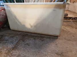 Water troughs / storage tubs
