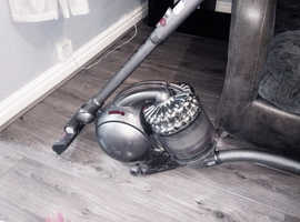 Cylinder vaccum hoover
