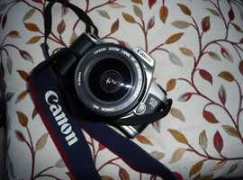 CANON 35 mm SLR FILM CAMERA WITH ZOOM LENS AND CAMERA BAG