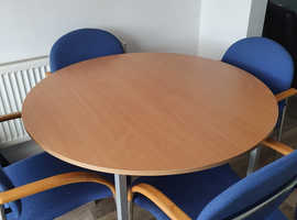 Meeting table and foyr chairs with arm supports