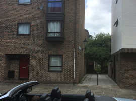 3 bed town house with river views in select development Southampton City centre