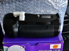 Nikond700 battery grip..new boxed inc free remote