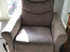 Immaculate Rise/Recliner Large Chair