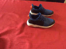 Boys size 2 trainers