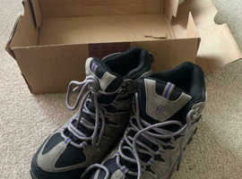 Brand new with box Hi-Gear Kinder Women's Walking Boots size 4