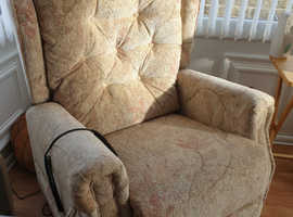 Fabric riser recliner chair