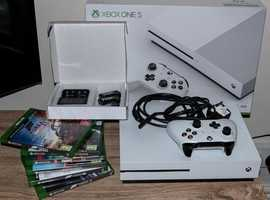 X Box One S + 6 Games + Accessories