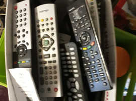 APPROX 25 TV/DVD REMOTE CONTROLS