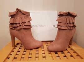 Frilled ankle boots Size 5/38