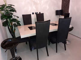 Branded furniture village dinning table with 6 chairs