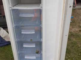 Freezer ( upright )