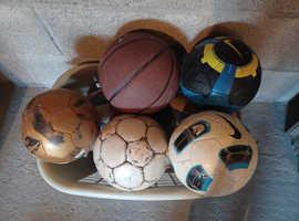 Bag of 7 footballs