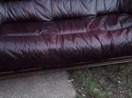 Oak wood lether sofa and chairs like new