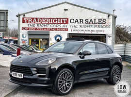 2019/68 Porsche Macan 2.0T PDK 4WD finished in Jet Black Metallic.  15502 miles