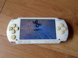 Sony PSP in White Bundle Incl Charger, 29 Games