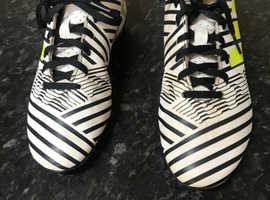 ADIDAS UNISEX FOOTBALL BOOTS (Size 4)