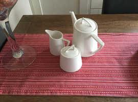 Maxwell Williams 3 piece tea set