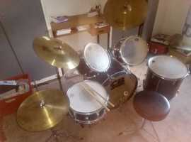 8 piece drum kit suitable for beginner / student