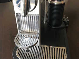 Nespresso Magimix Coffe Machine with Milk Frother
