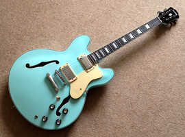 Electric guitar ES 335 hollow body type  *AS NEW