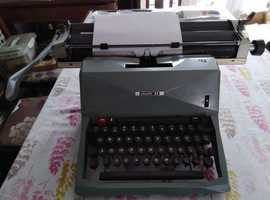 Beautiful vintage Olivetti 82 Typewriter