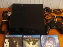 Boxed PS4 ( Original 500gb Model ) with 3 games For Sale.