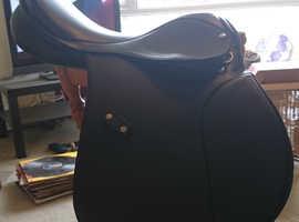 18 inch Xtra Wide Black Cob Dflex Saddle