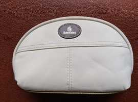 EMIRATES WASHBAG TOILETRIES BAG CREAM 8X5 INS 7 SMALL POCKETS 1 COMPARTMENT