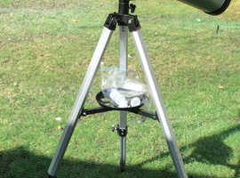 Refraction Telescope as new. With tripod.