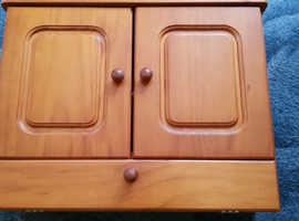 Lovely wooden Bathroom Cabinet - Chatham ME5