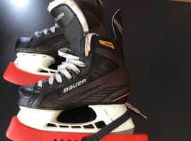 Bauer ice skates ( size 3 )