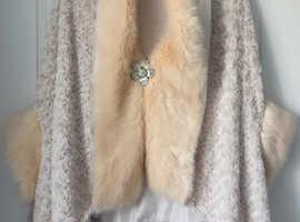 Creme fur cape