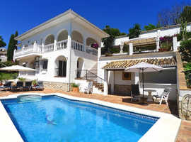 Mijas - Absolutely gorgeous 4 bed spacious family villa. Southwest facing with landscaped gardens & great sized pool -