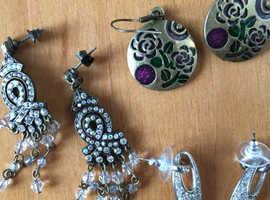 Costume jewellery accessories