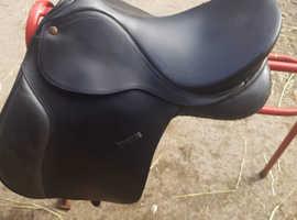 Bates caprilli black VSD saddle with Cair