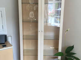G-Plan maple glass display unit with 4 glass shelves