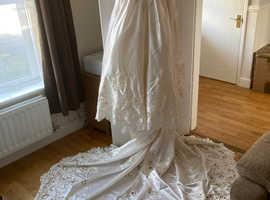 Ivory Wedding dress by Mori Lee, size 12-14