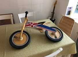 "Kurve wooden ""scoot"" bike"