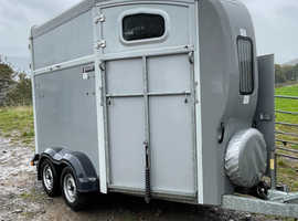 Neugant spirit 25 Double horse trailer