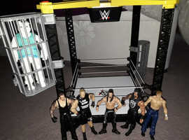 Talking wrestling ring with 7 wrestlers, 2 of which talk