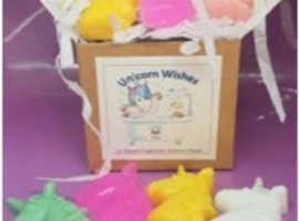 Little box of Unicorns LITTLE BOX OF UNICORNS - 12 MINI UNICORN SOAPS - Mixed fragrances
