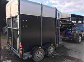 2005 two horse trailer in excelent condition