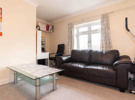 Fantastic 2 Bedroom Maisonette for Sale on Walker Close, N11 1AQ