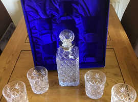 Lead crystal decanter and 4 glasses